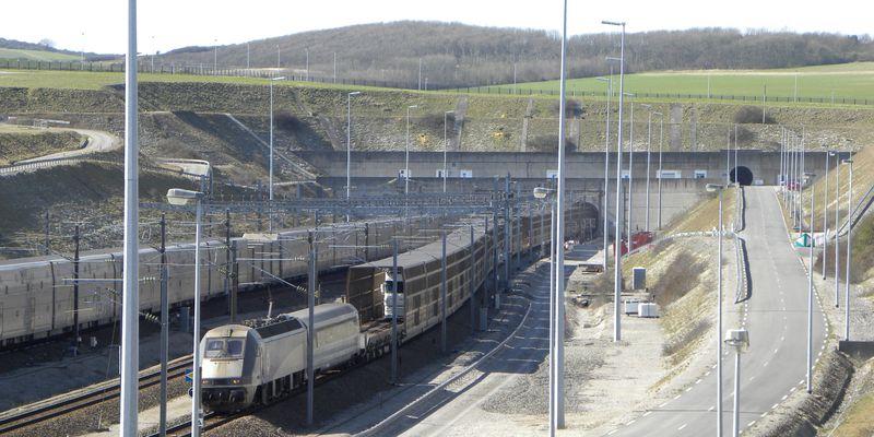 Entrée du tunnel sous la Manche, Calais, Coquelles