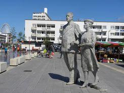 La statue des époux De Gaulle à Calais