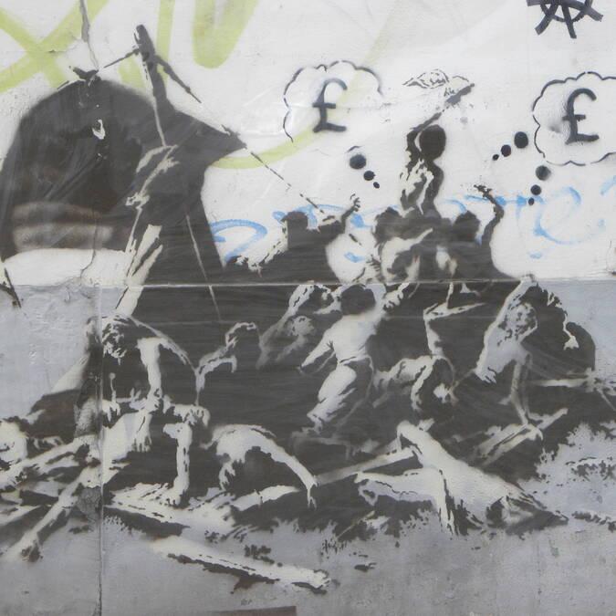 Banksy-Calais-le-radeau-de-la-Meduse-photo-Office-de-Tourisme-Calais-Cote-d-Opale